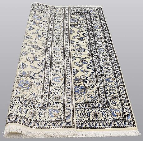 Matto, nain part silk, ca 235 x 160 cm.