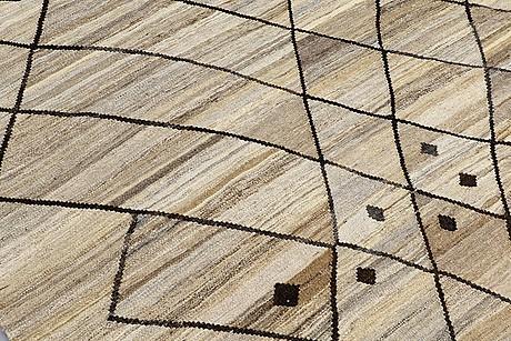 A carpet, kilim, ca 298 x 255 cm.