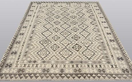 A kelim carpet, 295 x 200 cm.