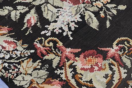 A kelim carpet, 309 x 216 cm.