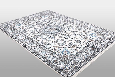 A carpet, nain, 285 x 196 cm.