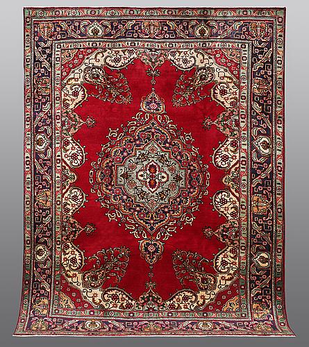 A carpet, täbriz, 322 x 247 cm.