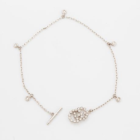 Gucci bracelet set with brilliant-cut diamonds.