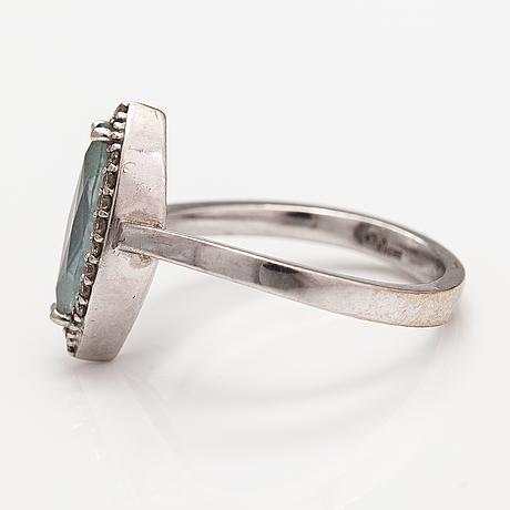 A 14k white gold ring with a topaz and diamonds ca. 0.12 ct in total. faber art, helsinki.