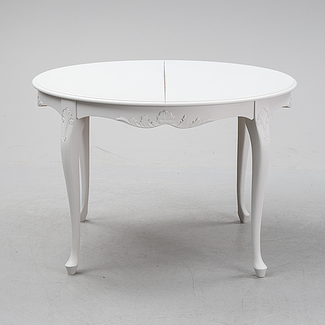 A painted rococo style dining table, second half of teh 20th century.