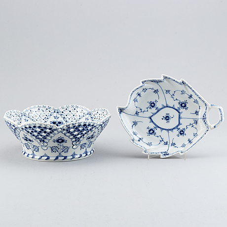 Royal copenhagen, 'musselmalet' and 'blå blom' service, 32 pcs.