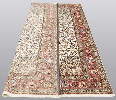 A carpet, täbriz part silk, 306 x 200 cm.
