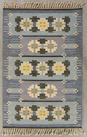A signed ingegerd silow flat weave ca 200 x 139 cm.