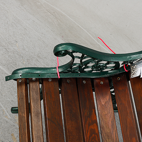 A tennis-/gardenbench, gltk gothenburg.
