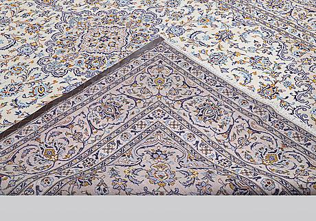 A carpet, kashan, ca 390 x 290 cm.