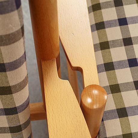 A pair of 'tremme hvilestol' armchairs by børge mogensen for fritz hansen.