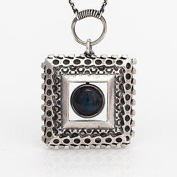 Pentti Sarpaneva, A silver necklace with a spectrolite, model 1413. Kalevala Koru, Helsinki 1968.