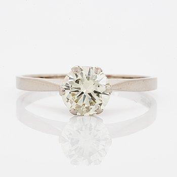 1,38 ct brilliant-cut diamond ring.