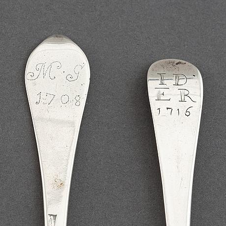 Two silver spoons, england circa 1710.