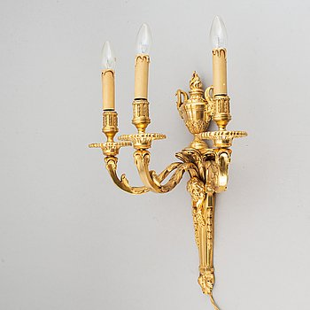 A Louis XVI-style wall-light, first half of the 20th century.