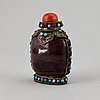 A tibetan snuff bottle with stopper, 19th century.
