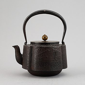 Tekanna, järn och kopparlegering. Japan, Meiji (1868-1912).