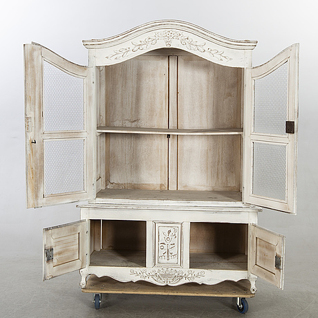 A 20th century french louis xv-style vitrine cabinet.