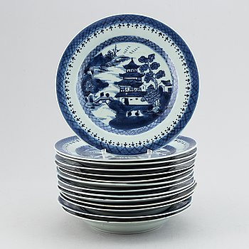 A set of 14 blue and white plates, Qing dynasty, 19th Century.
