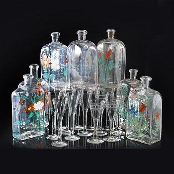 Snaspflaskor samt glas 7+11 st 1900-talets början.