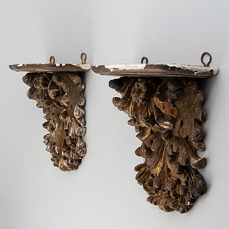 A pair of carved wood wall sconces, 18th/19th century.
