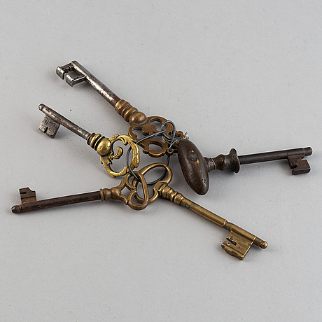 Five brass and iron keys, 17th century.