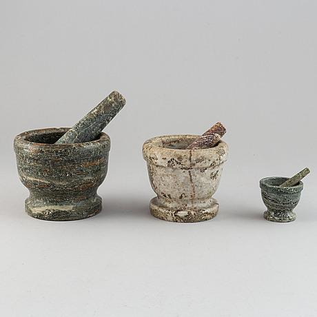 Mortlar, 3 st, kolmårdsmarmor, med stötar, 1800-/1900-tal.