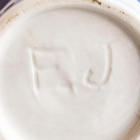 Elin juselius, burk med lock, keramik signerad ej.