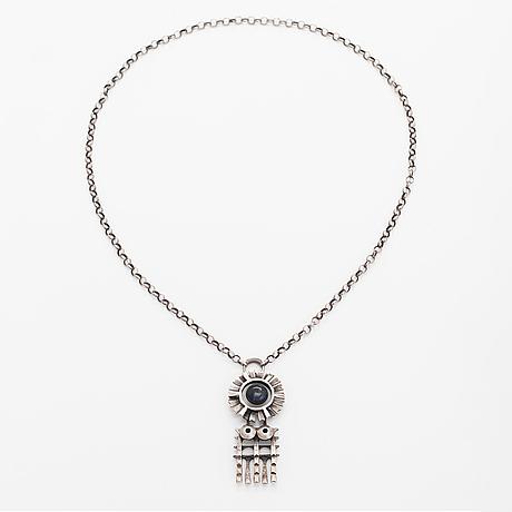 Pentti sarpaneva, a silver necklace with a spectrolite. kalevala koru (holger lindstöm), helsinki 1965.