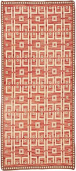 254. Sigvard Bernadotte, a carpet, flat weave, ca 512-515 x 247-253 cm, signed SB.