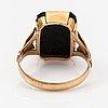 A 14k gold ring with an onyx. suuntala oy, helsinki 1949.