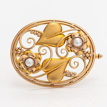 A 14K gold brooch with cultured pearls. Helsinki 1947.