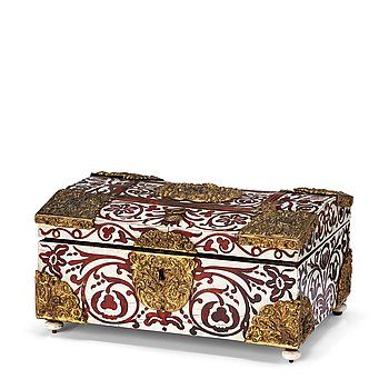 126. A Baroque 18th century tortoiseshell and antler veneered casket.
