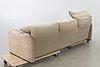 """Vico magistretti, soffa """"maralunga""""för cassina 1900-talets senare del."""