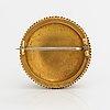 Otto roland mellin, brosch, 18k guld, pärla. helsingfors 1906.