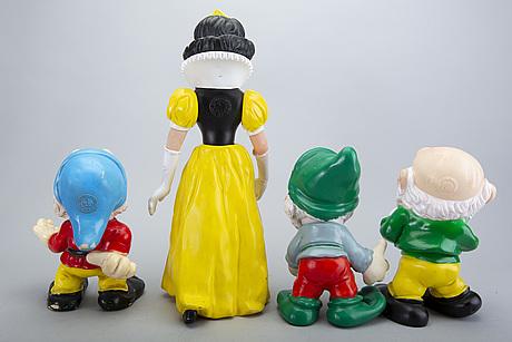 """Leksaksfigurer, """"snövit och de 7 dvärgarna"""" 8 st, plast, delvis märkta walt disney productions."""