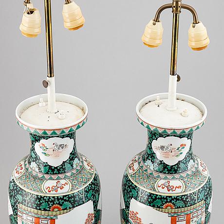 Vaser omgjorda till lampor, ett par, porslin. kina, 1900-tal.