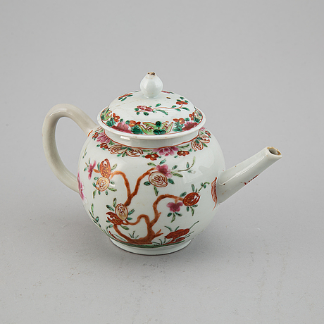 A famille rose export porcelain teapot with cover, qing dynasty, qianlong (1736-95).