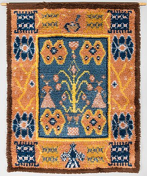A Finnish long pile rug model Friends of Finnish Handicraft. Circa 160x125 cm.
