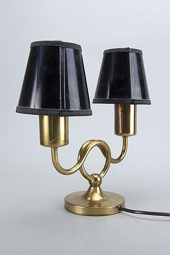 Josef frank bordslampa, modell 2483, firma svenskt tenn.