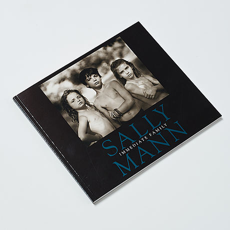 Sally mann, bok immediate family signed.
