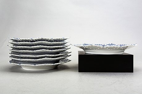 A set of 8 musselmalet royal copenhagen plates nr 1094.