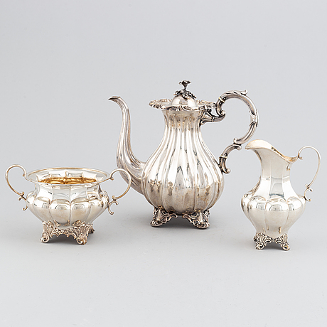 Kaffekanna, gräddkanna samt sockerskål, silver, christian hammer, stockholm 1858 samt ag dufva, stockholm 1929-32.