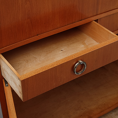 A 1930's-/40's cabinet.