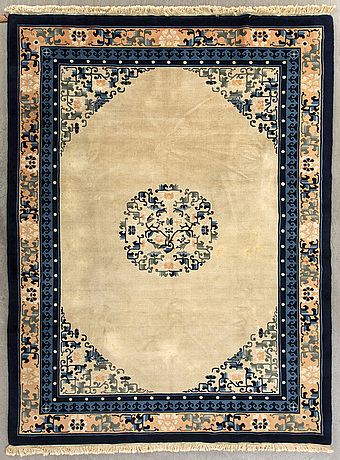An old chinese carpet ca 280 x 200 cm.