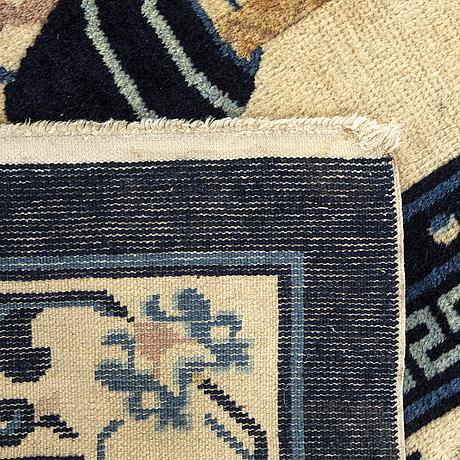 An semiantique/antique chinese baotou carpet ca 160 x 250 cm.