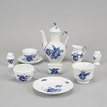 """Royal Copenhagen, kaffeservis, 28 delar, porslin, """"Blå Blomst"""", Danmark."""