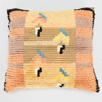 Armi Ratia (Airaksinen), a 1930's Finnish long pile rug pillow for Neovius. Circa 49x44 cm.