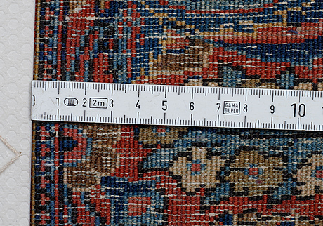 A rug, semi-antique kashan, ca 204 x 138 cm.