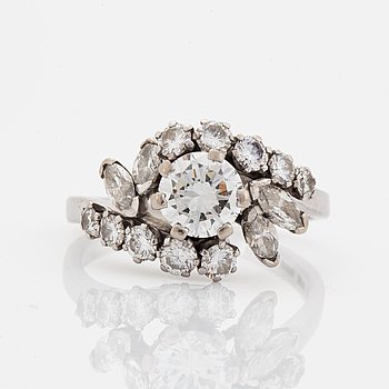 Brilliant-cut diamond ring, with navette-cut and brilliant-cut diamonds.